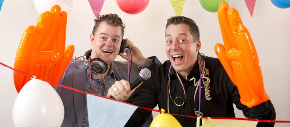 Het dak gaat eraf met DJ Tjonie & Edo