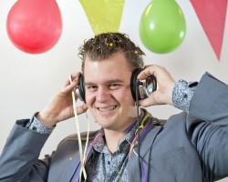 DJ Tjonie de dj entertainer die bij uw feestje past
